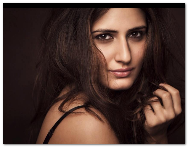 fatima sana shaikh hot dangal actress