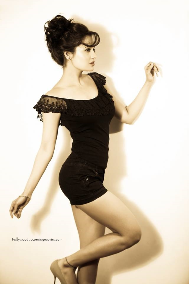 yuvika chaudhary hot photo