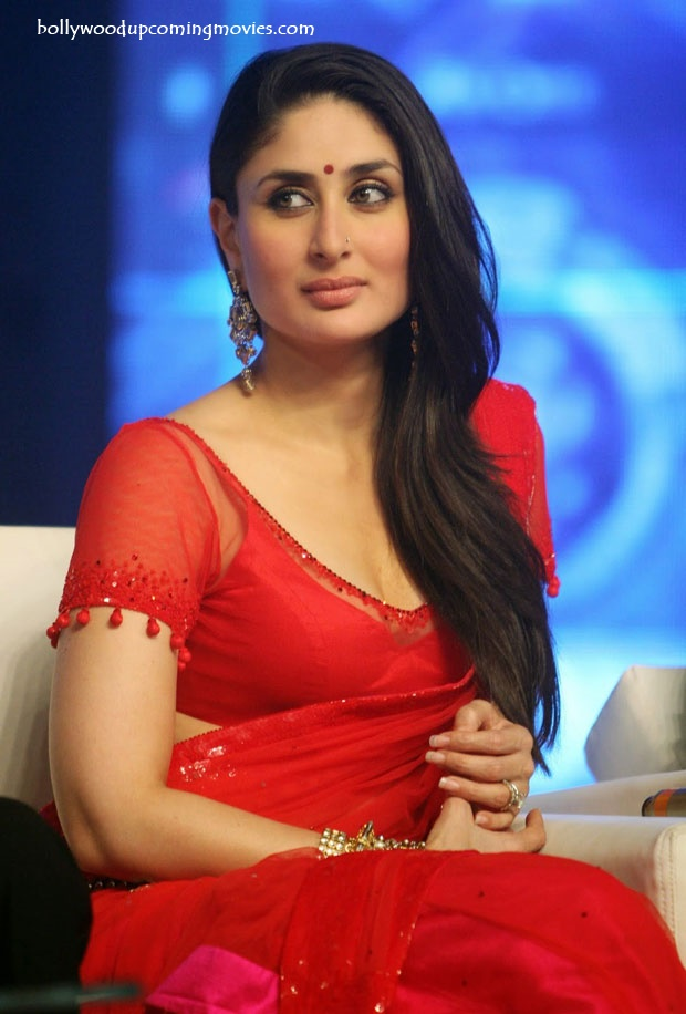 Kareena-Kapoor-hot-in-a-Red-Saree-2