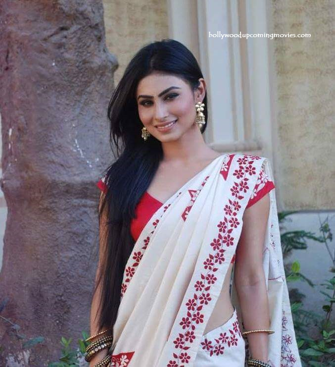 Mouni Roy hot saree