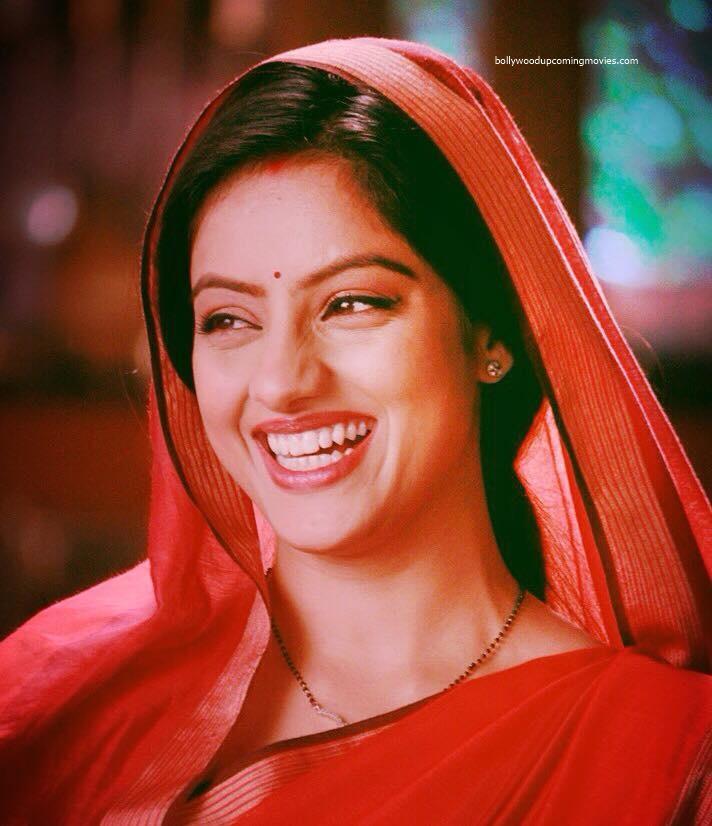 deepika singh diya baati aur hum actress