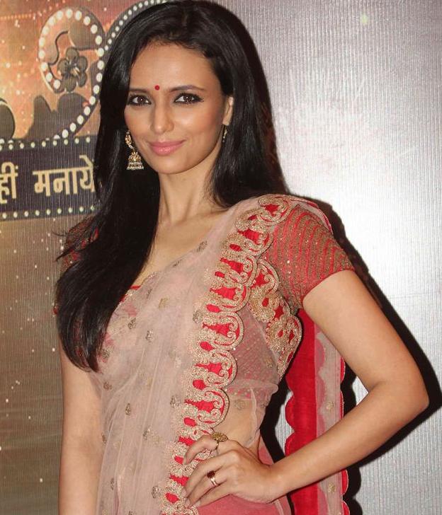 Roshni Chopra saree