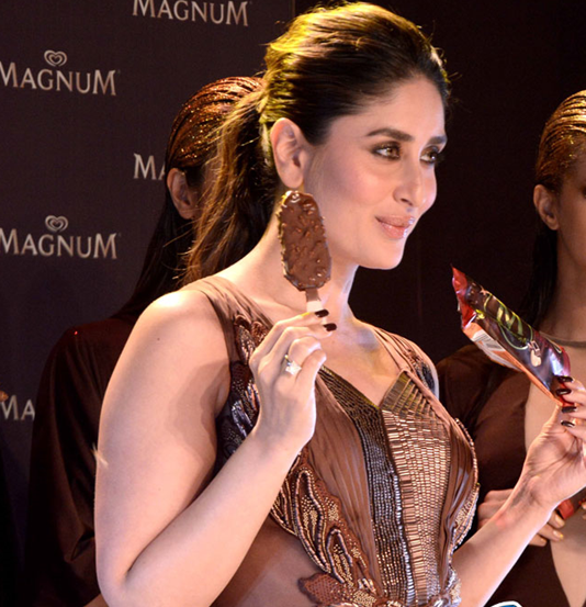 kareena kapoor magnum ice cream eating